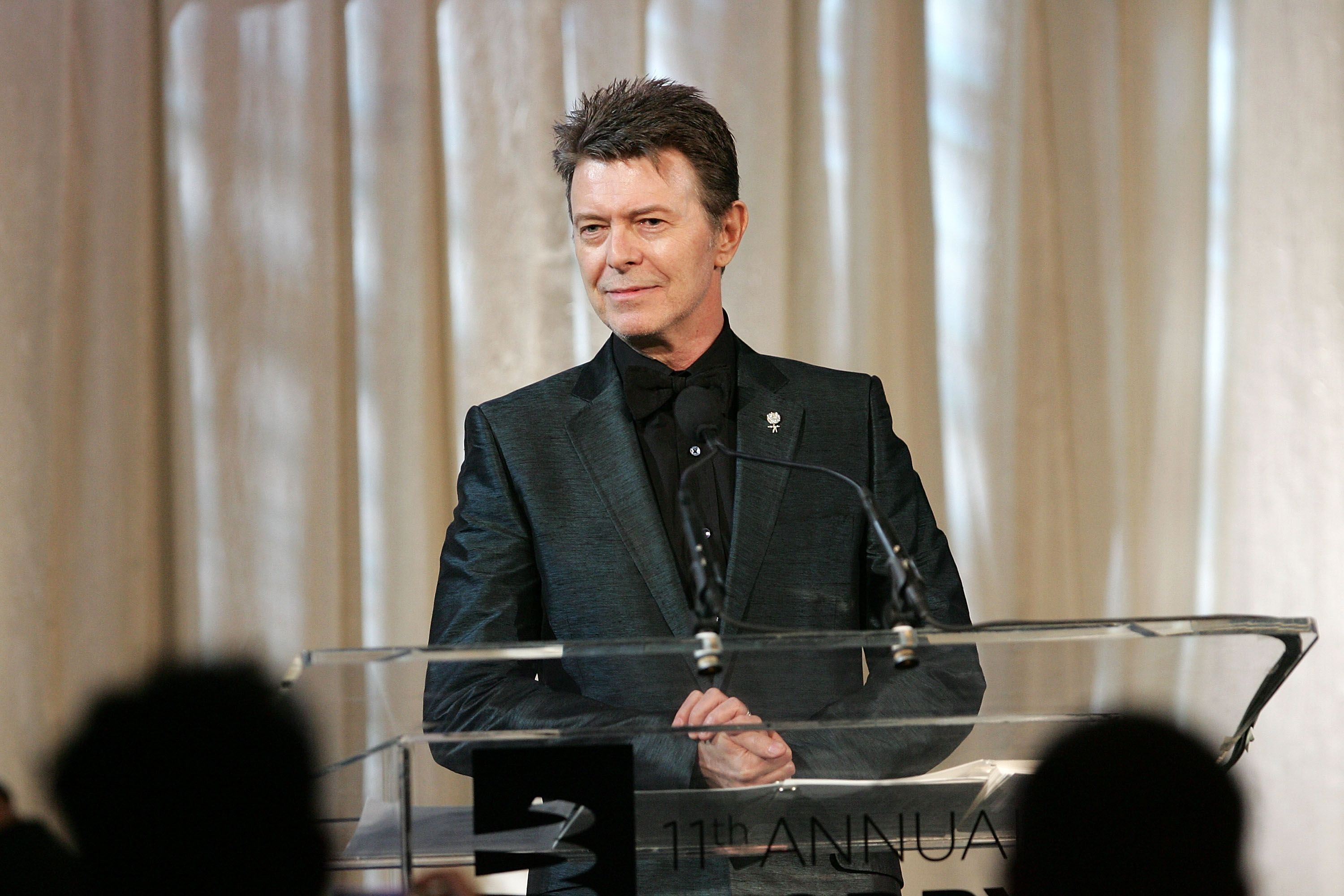 David Bowie accepting the Webby Lifetime Achievement award on June 5, 2007 in New York City | Photo: Getty Images