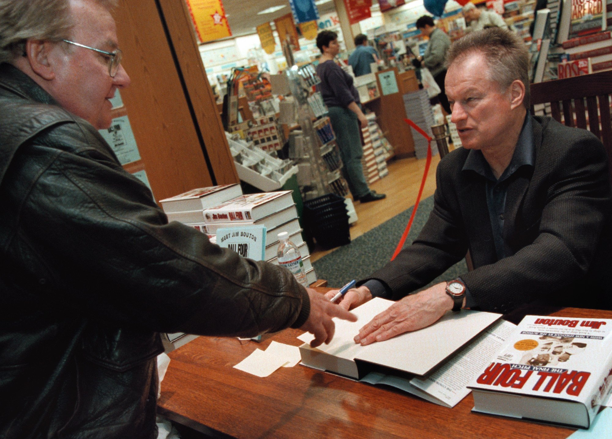 """Former New York Yankees pitcher Jim Bouton signs copies of his new book, """"Ball Four: The Final Pitch"""" at a Waldenbooks store in Schaumburg. Photo: Getty Images/GlobalImagesUkraine"""