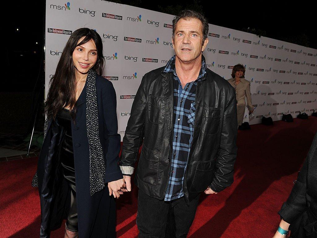 Mel Gibson y Oksana Grigorieva asisten al Preludio de la noche de nominados de The Hollywood Reporter para el Oscar presentado por Bing y MSN, en la residencia del alcalde el jueves 4 de marzo de 2010 en Los Ángeles, California. | Imagen: Getty Images