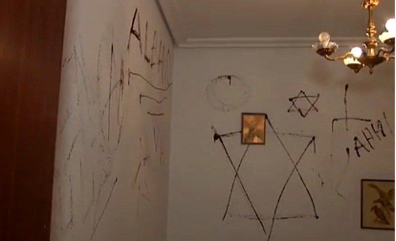 Graffitis en la pared de piso   Foto: YouTube/La Vanguardia