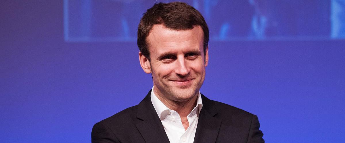 Photos d'Emmanuel Macron en vacances, torse nu et en shorts, dévoilées