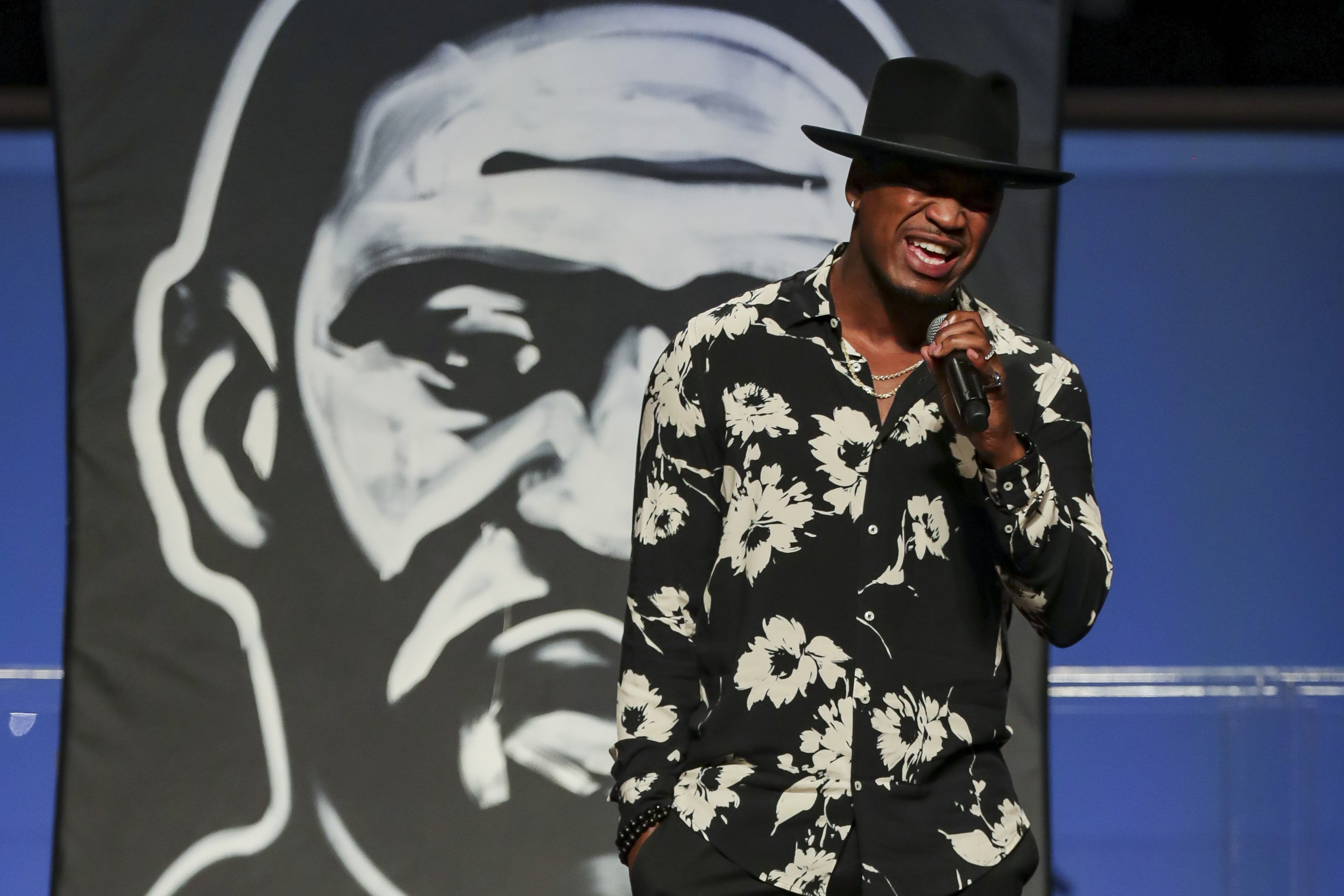 Ne-Yo performs during George Floyd's funeral at The Fountain of Praise Church on June 9, 2020, in Houston, Texas | Photo: Godofredo A. Vásquez -Pool/Getty Images