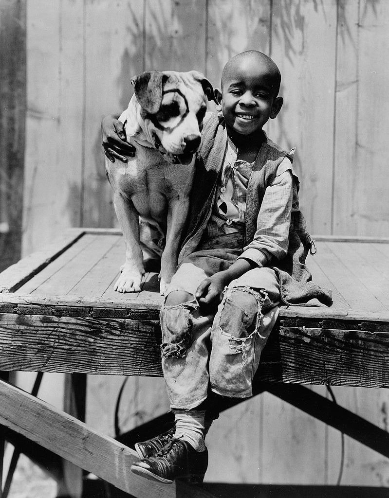 Matthew Beard as Stymie with Petie the dog in the Our Gang series, later to be know as The Little Rascals. Image dated July 1, 1932. | Photo: Getty Images