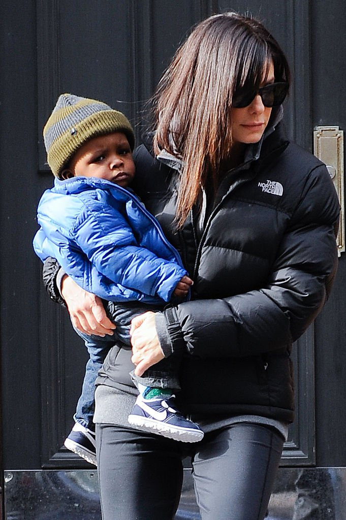 Sandra Bullock and her son Louis Bullock in New York City on January 20, 2011 | Photo: Getty Images