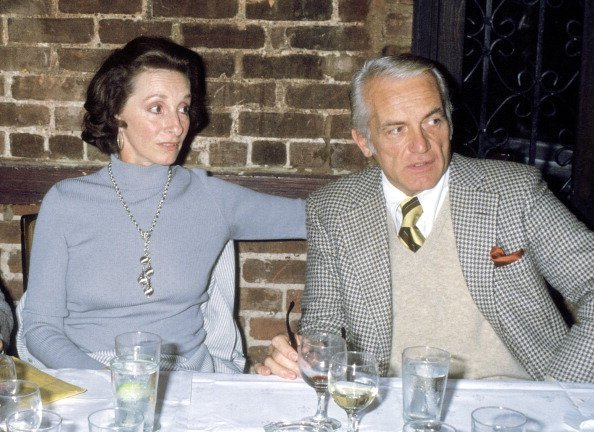 Actor Ted Knight and wife Dorothy Smith on November 2, 1977 dine at Georgian Restaurant in New York City | Photo: Getty Imagess