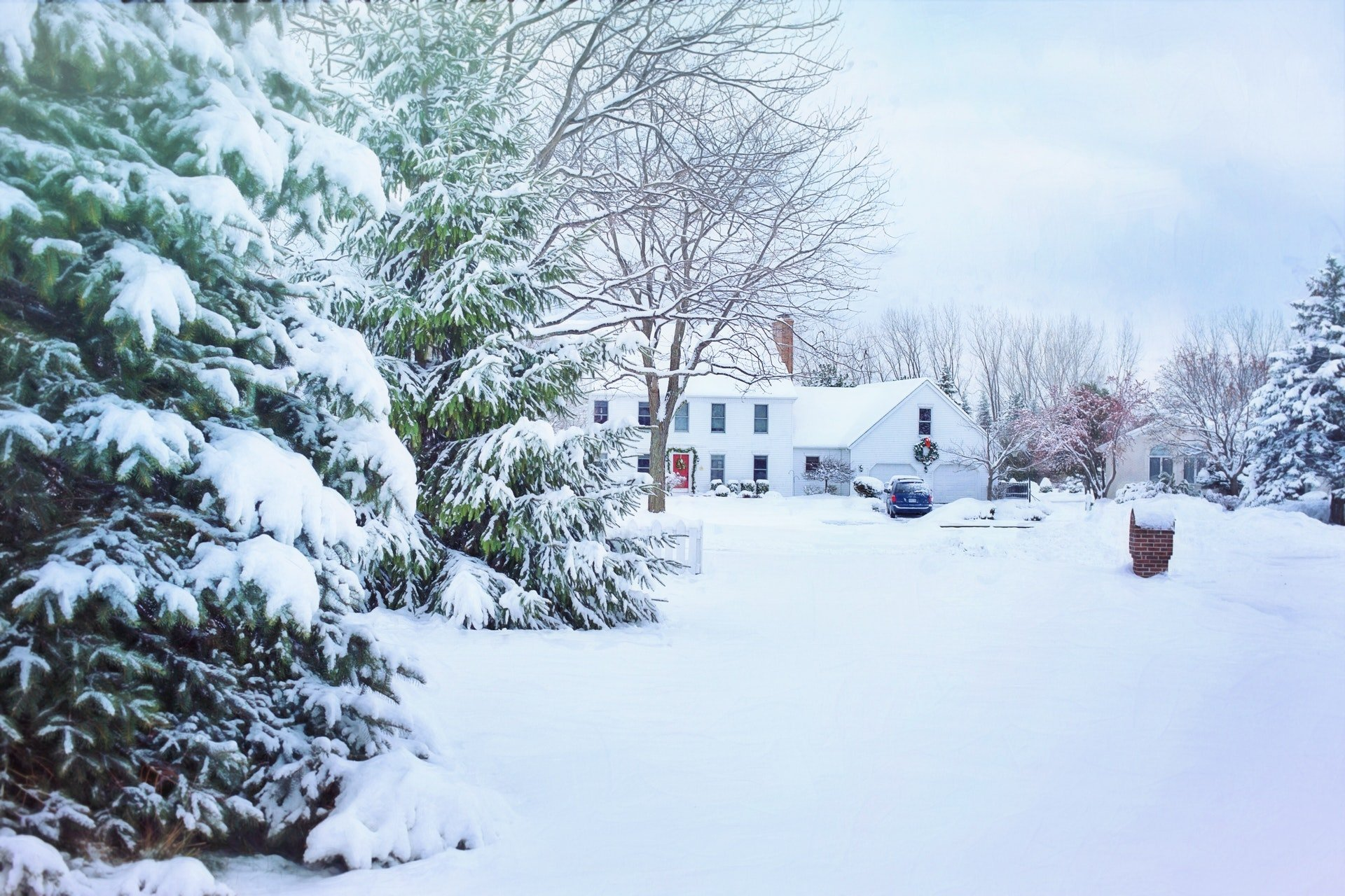 Photo of a house covered in snow | Photo: Pexels