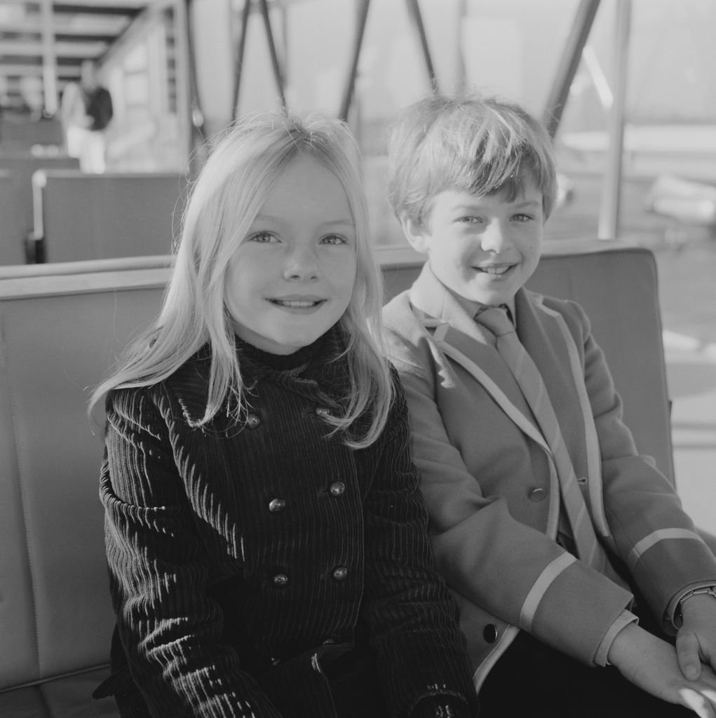 Heather Ripley and Adrian Hall at Heathrow Airport, London on November 24, 1968 | Source: Getty Images