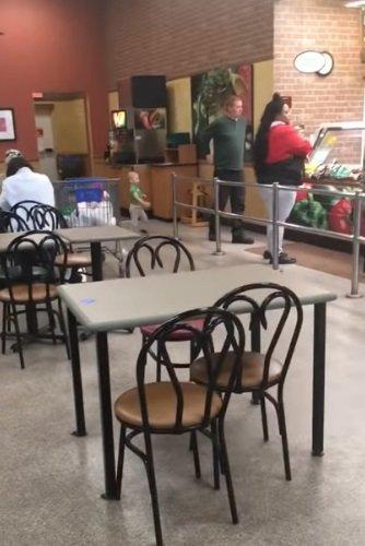 Mujer en restaurante de comida rápida   Foto: YouTube/ViralHog