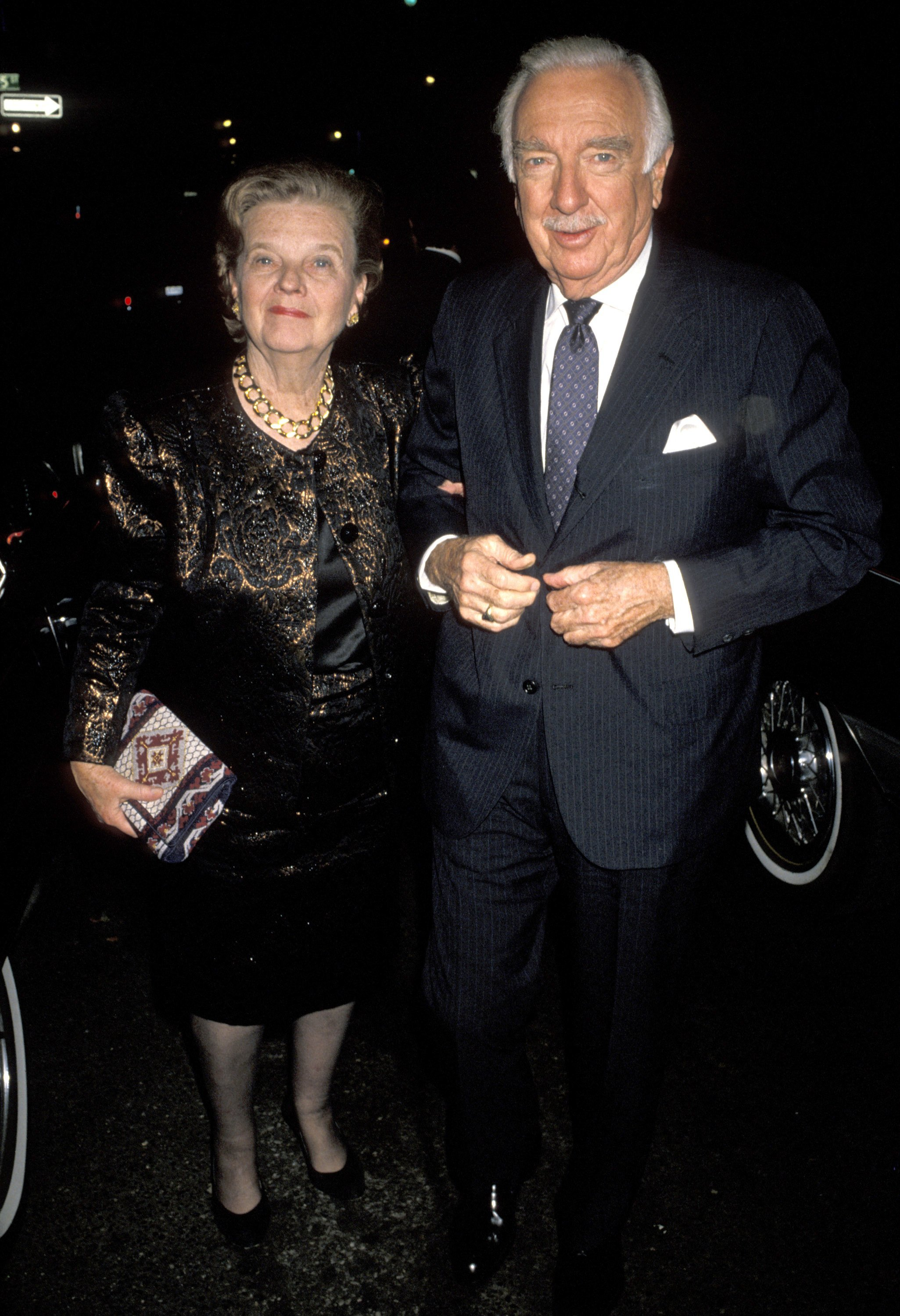 Walter Cronkite and wife Betsy in New York City on October 30, 1990 | Source: Getty Images