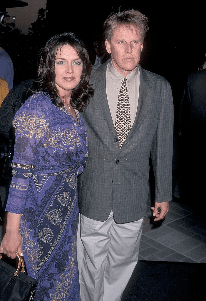 "HOLLYWOOD - 29 AVRIL : L'acteur Gary Busey et sa femme Tiani Warden assistent à la première hollywoodienne de ""Deep Impact"" le 29 avril 1998 aux studios Paramount Pictures à Hollywood, Californie. 