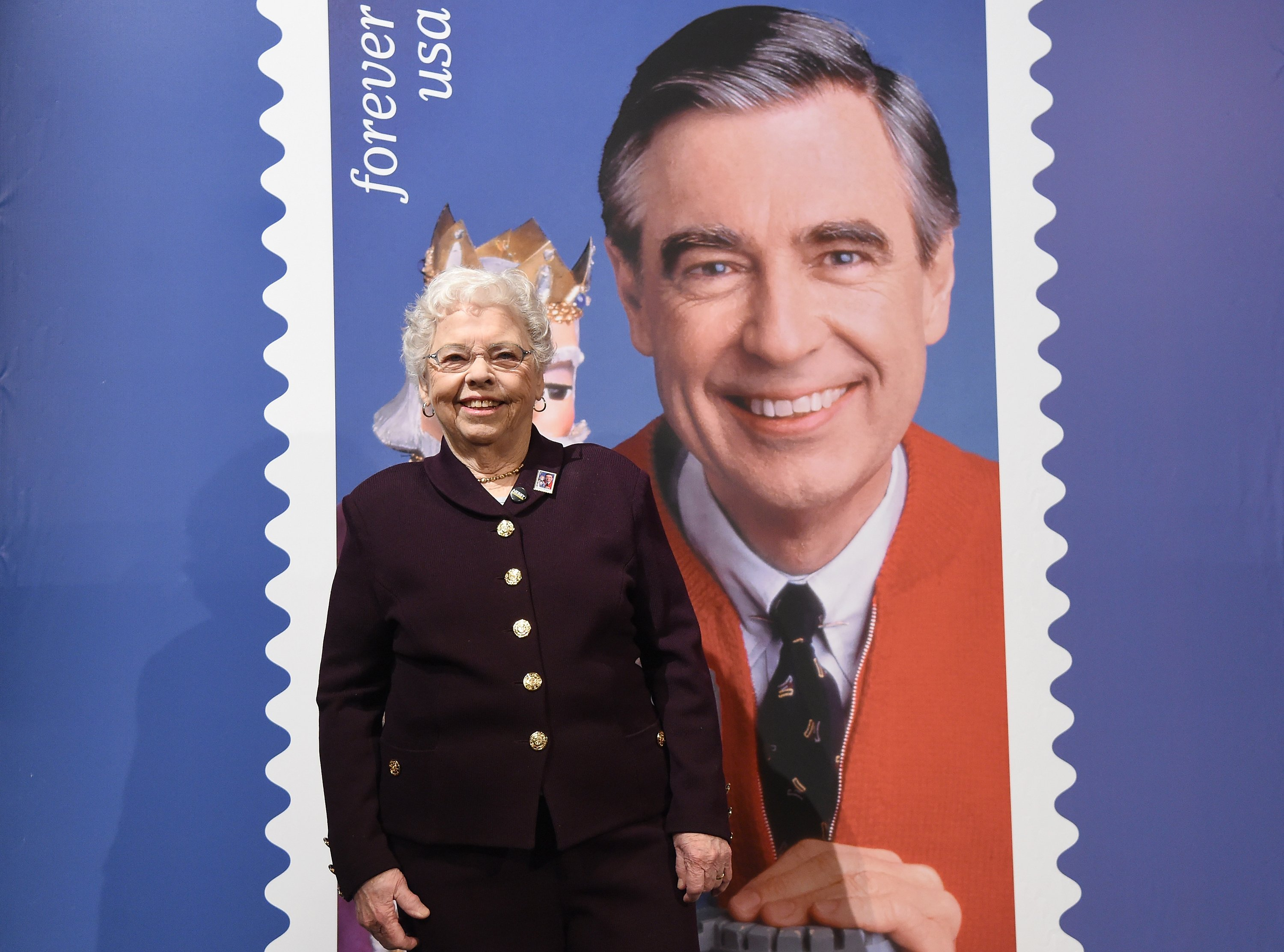 Joanne Rogers in attendance with the U.S. Postal Service honored Fred Rogers in Pittsburgh, Mary, 2018. | Photo: Getty Images.