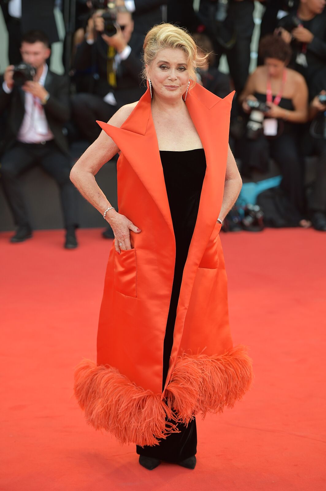 Catherine-Deneuve sur le tapis rouge. | Photo : Getty Images
