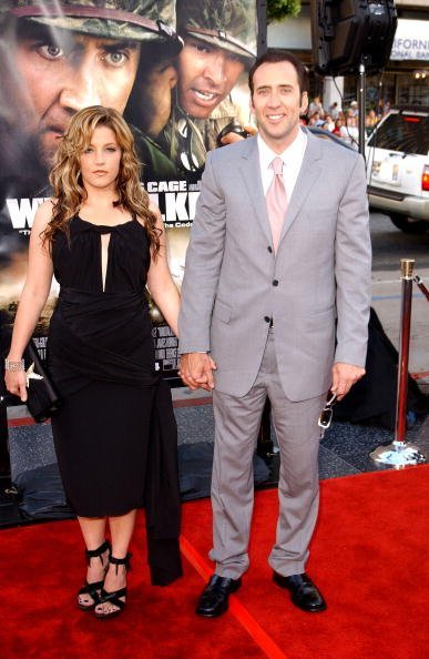 Nicolas Cage and Lisa Marie Presley at Grauman's Chinese Theatre on June 11, 2002 in Hollywood, California. | Photo: Getty Images