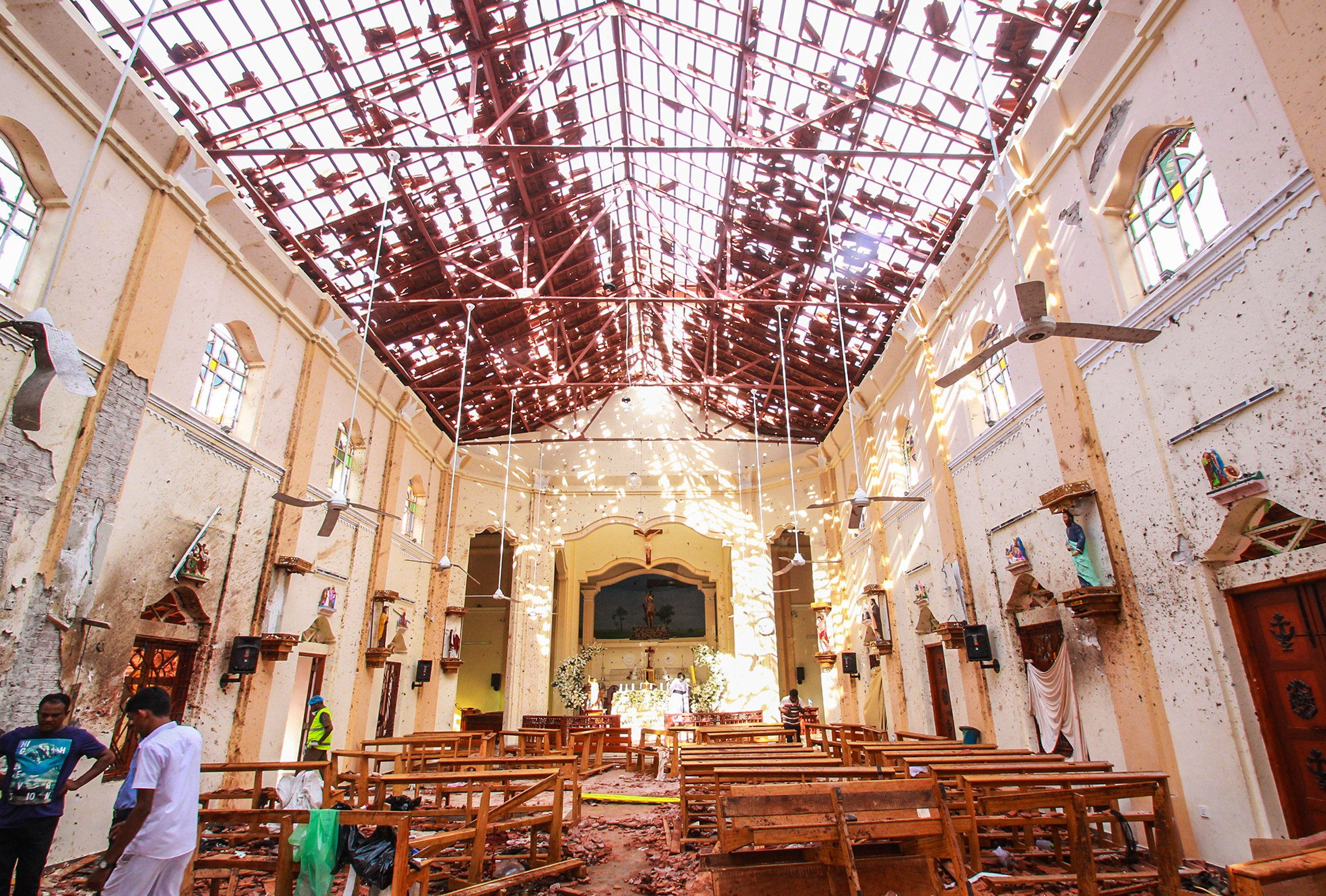 Auhorities inspect St. Sebastian's Church in Negombo, North of Colombo, in Sri Lanka | Photo: Getty Images