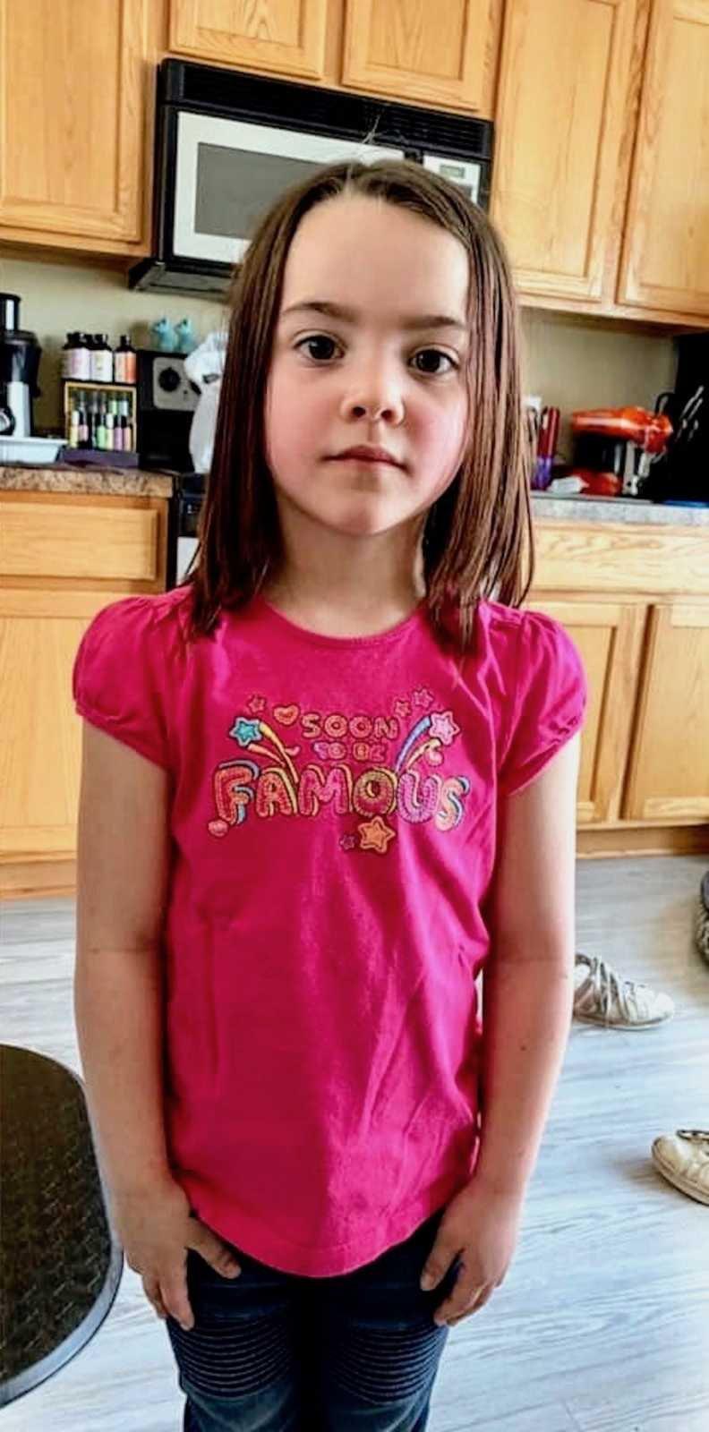 Le t-shirt que la jeune fille a été obligée de porter. l Source: Emily Stewart
