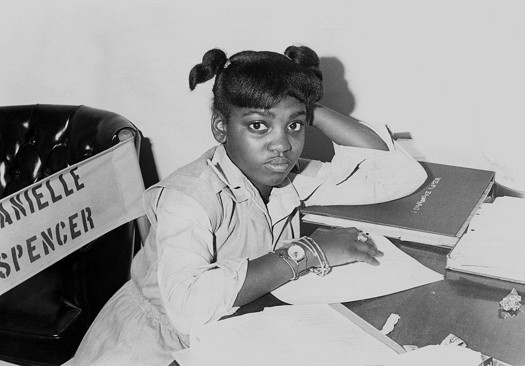 Actress Danielle Spencer from the TV show 'What's Happening!!' does her school work on her dressing room circa 1977. | Photo: Getty Images