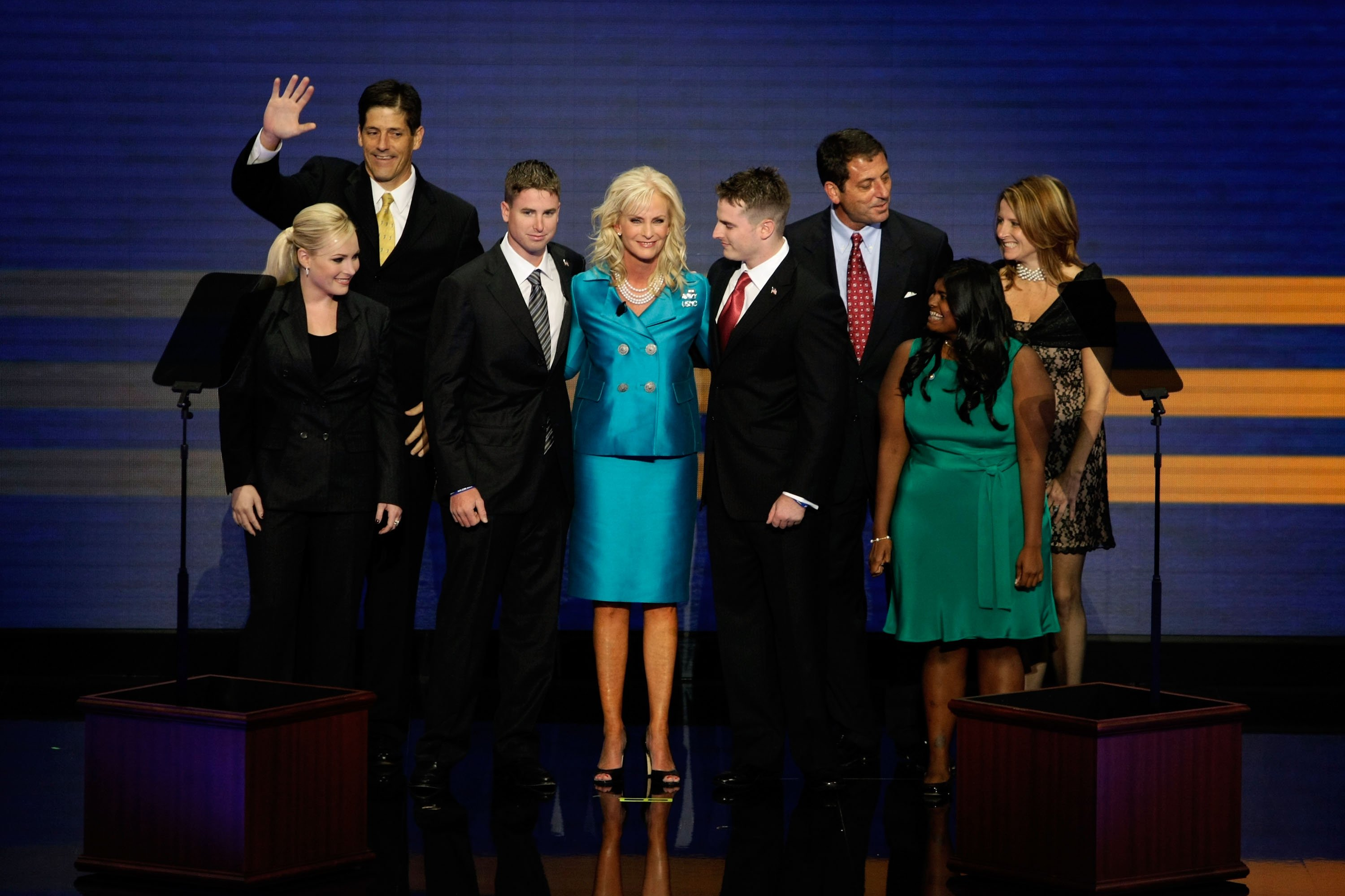 Cindy McCain with her children Meghan, Andy, Jimmy, Jack, Doug, Bridget, and Sidney at the Republican National Convention on September 4, 2008 | Photo: GettyImages