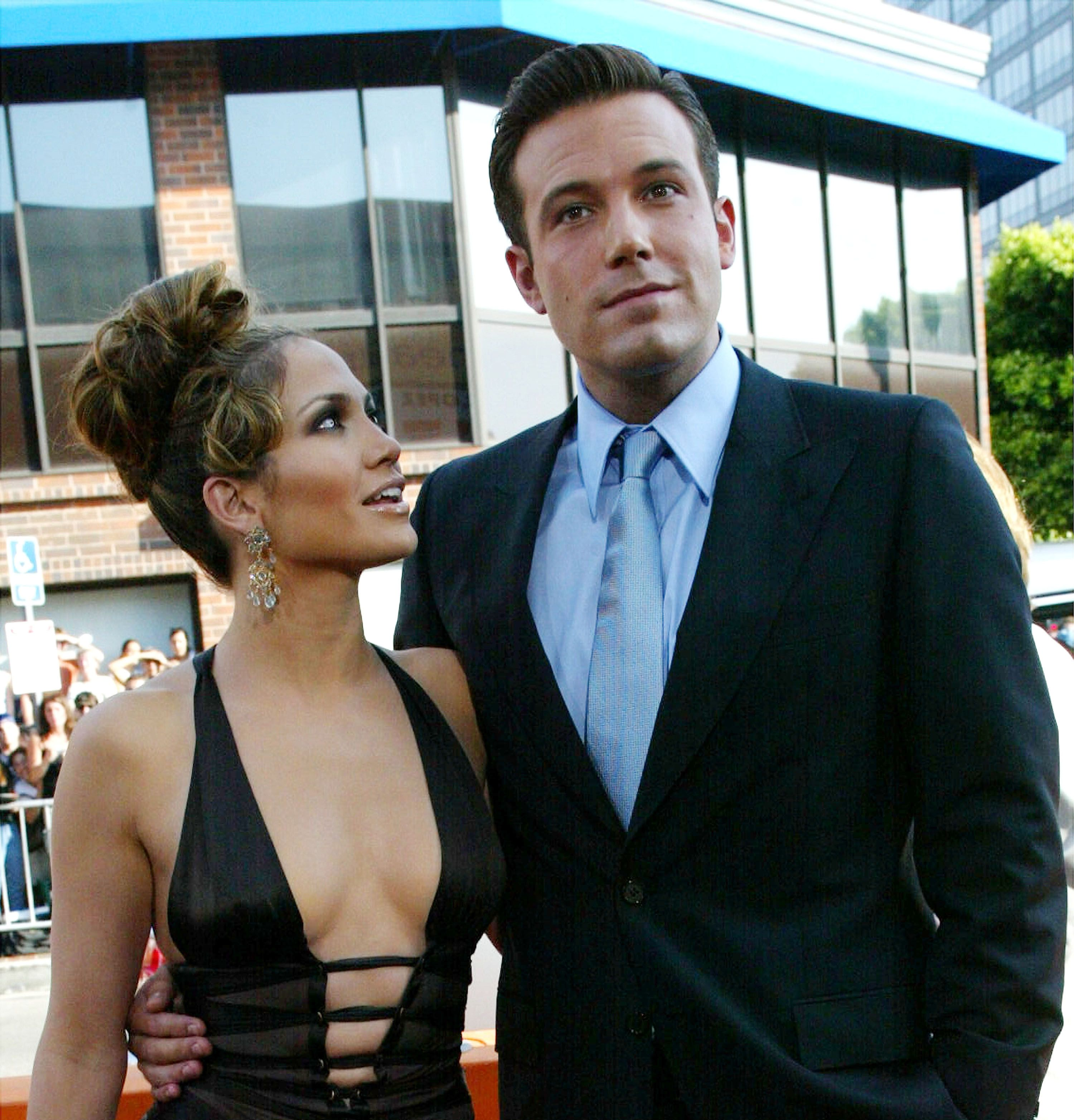 """Jennifer Lopez and Ben Affleck at the premiere of the film """"Gigli"""" on July 27, 2003, in Westwood, California 