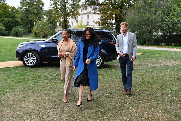 Doria Ragland, Prinz Harry und Meghan Markle, London, 2018 | Quelle: Getty Images
