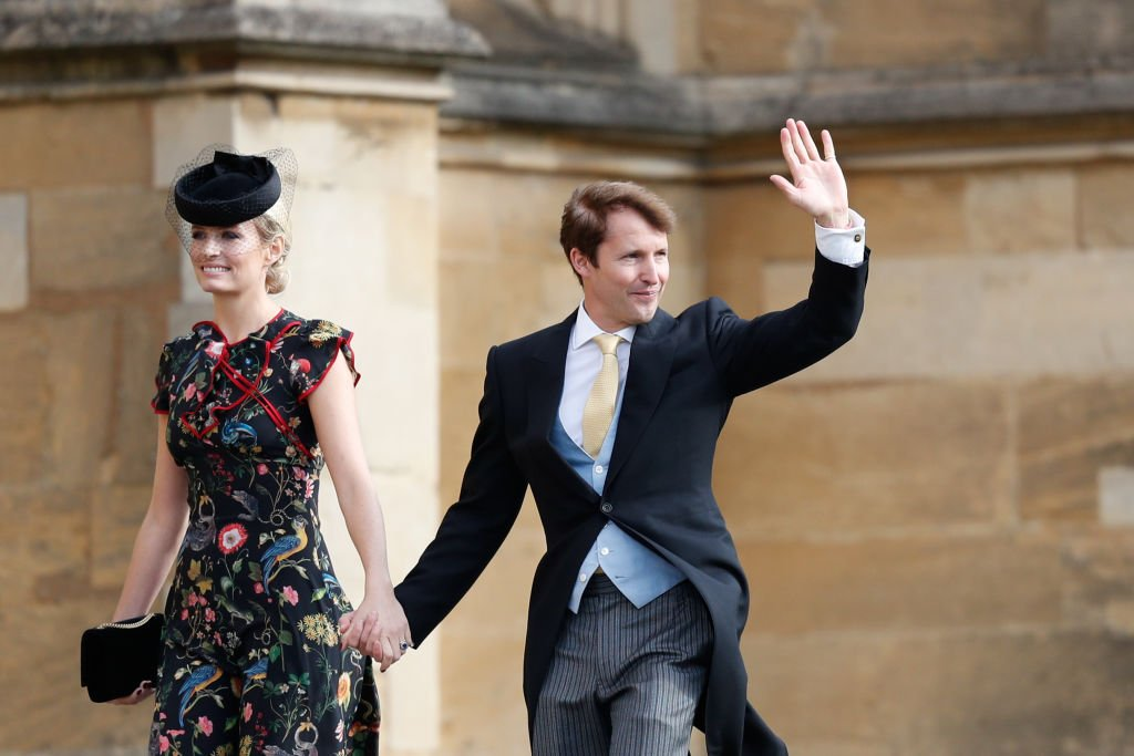 James Blunt kommt mit seiner Frau Sofia Wellesley vor der Hochzeit von Prinzessin Eugenie von York und Mr. Jack Brooksbank in der St. George's Chapel in Windsor, England an. (Foto von Adrian Dennis - WPA Pool) | Quelle: Getty Images