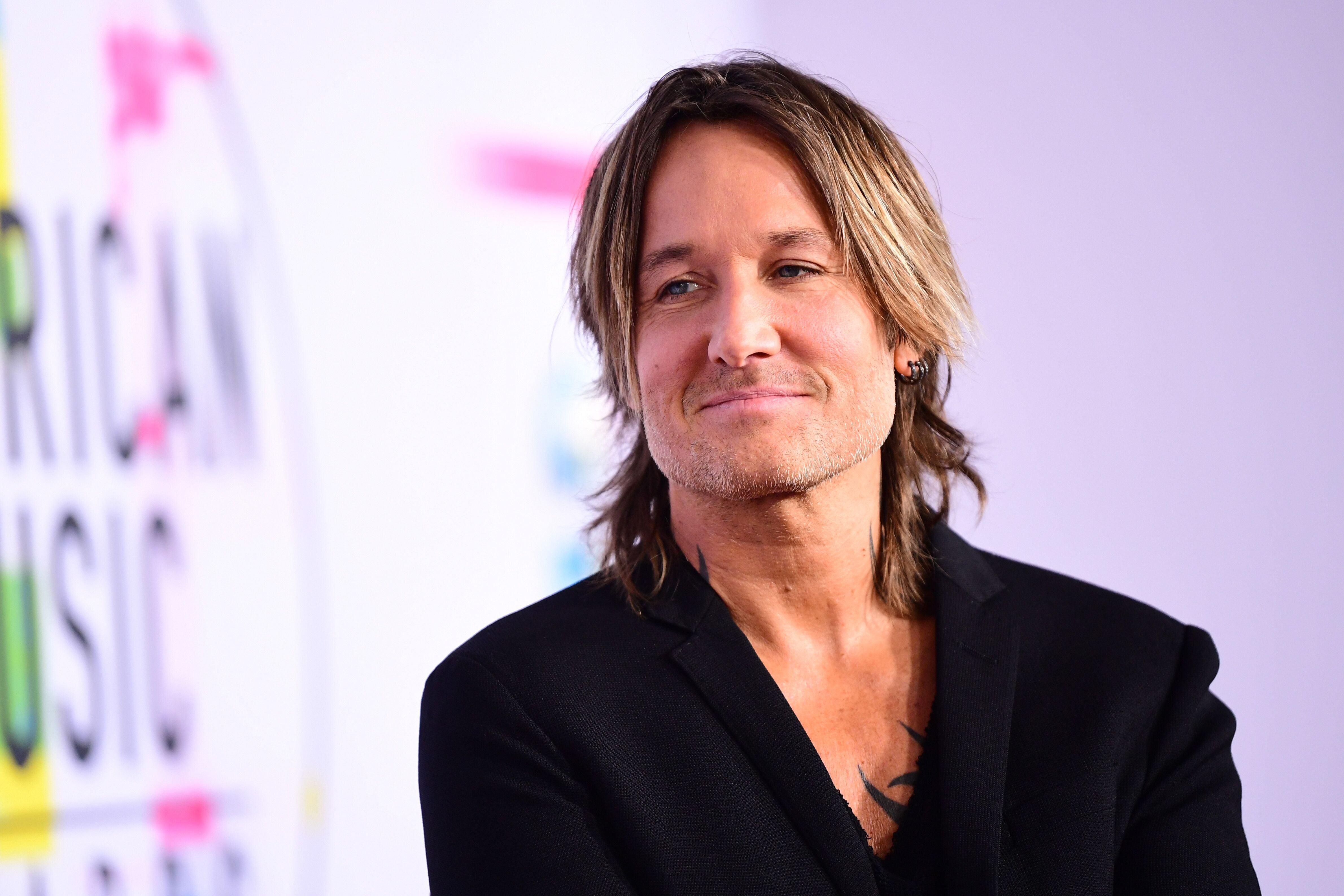 Keith Urban at the American Music Awards at Microsoft Theater on November 19, 2017, in Los Angeles, California | Photo: Emma McIntyre/AMA2017/Getty Images