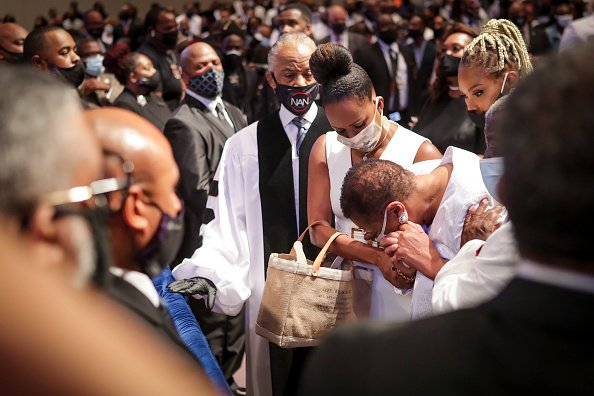 Mourners react as they look at the casket during the private funeral for George Floyd at The Fountain of Praise church on June 9, 2020 in Houston, Texas  | Photo: Getty Images