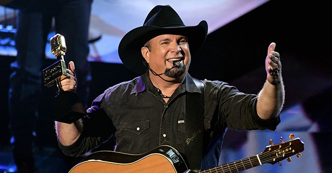 Garth Brooks Goes on Hugging-Spree with Former Presidents after Performing — See Fan Reactions