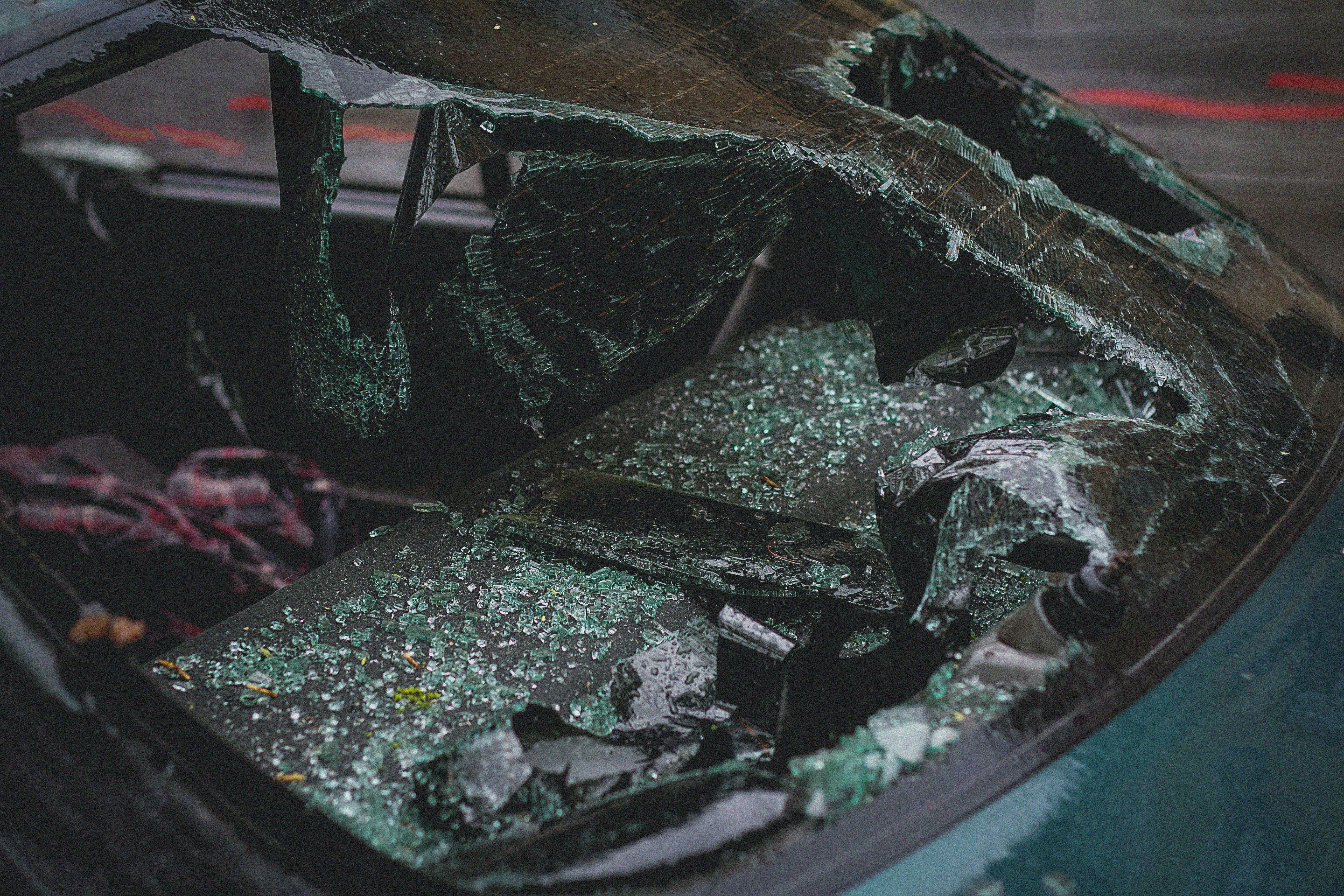 A car's front glass window is damaged after an accident   Photo: Pexels/Artyom Kulakov