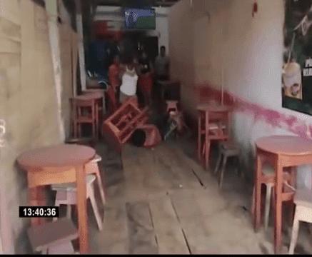 La femme a sellé l'homme. Source : YouTube 24 heures sur 24