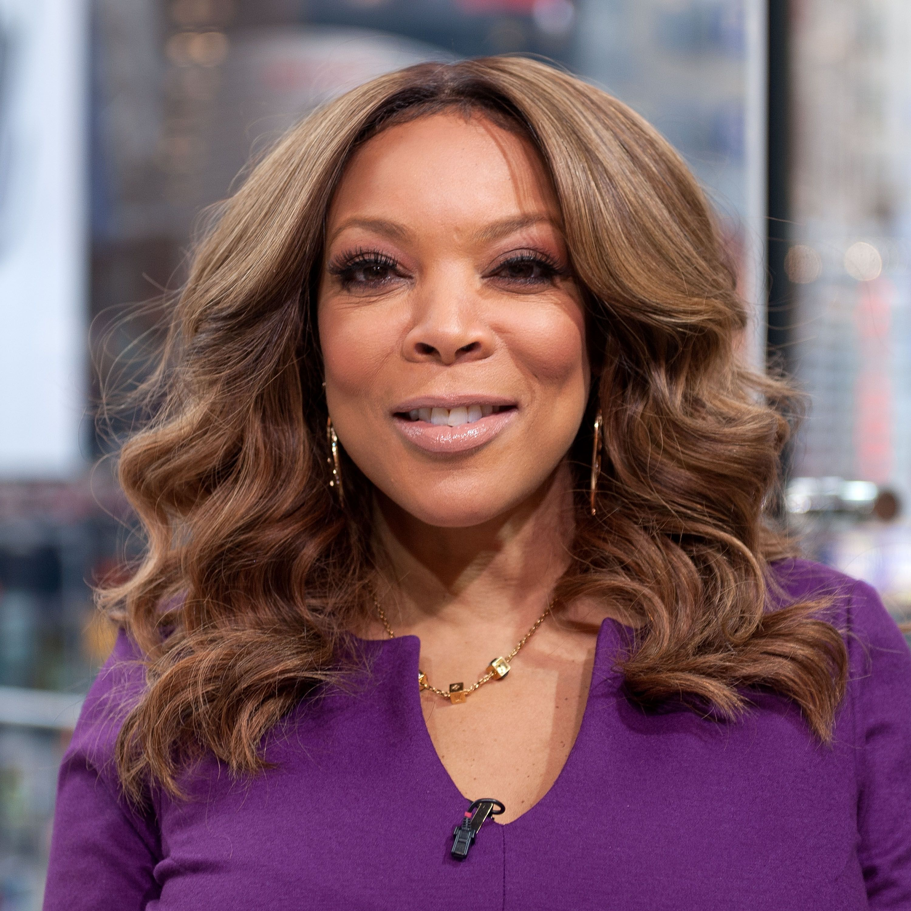 """Wendy Williams visits """"Extra"""" at their studio at H&M in Times Square on January 21, 2015 in New York City. 