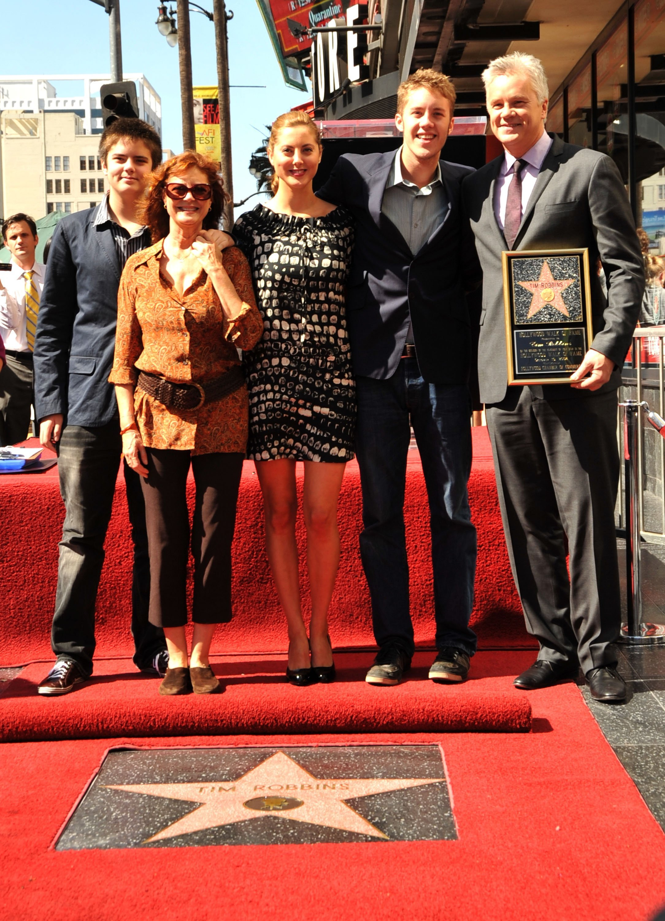 Tim Robbins, Susan Sarandon and Miles, Ava, and Jack Robbins at the Hollywood Walk of Fame on October 10, 2008 | Photo: GettyImages