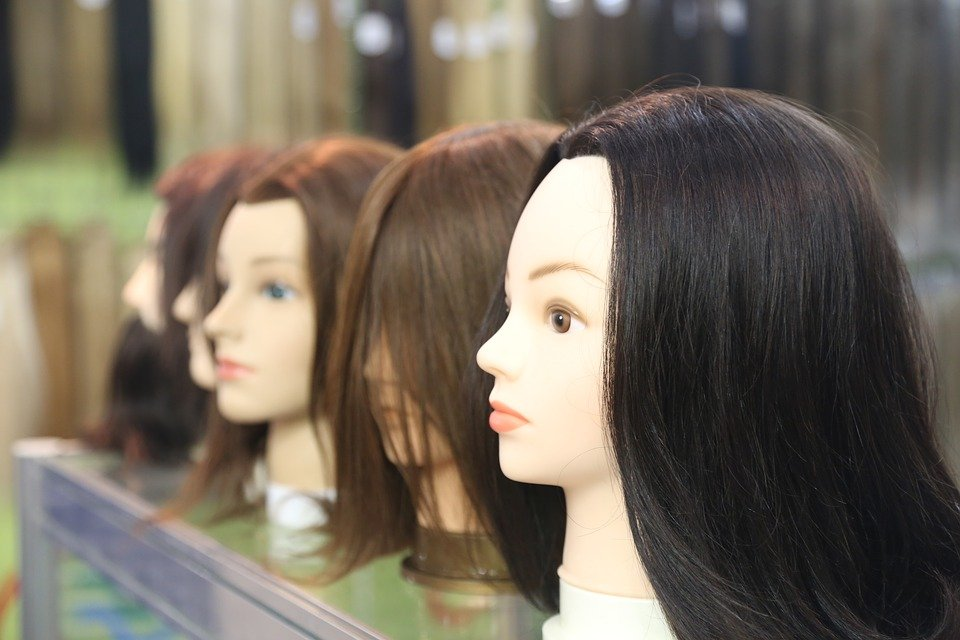 Mannequins wearing wigs ll Source: Pixabay