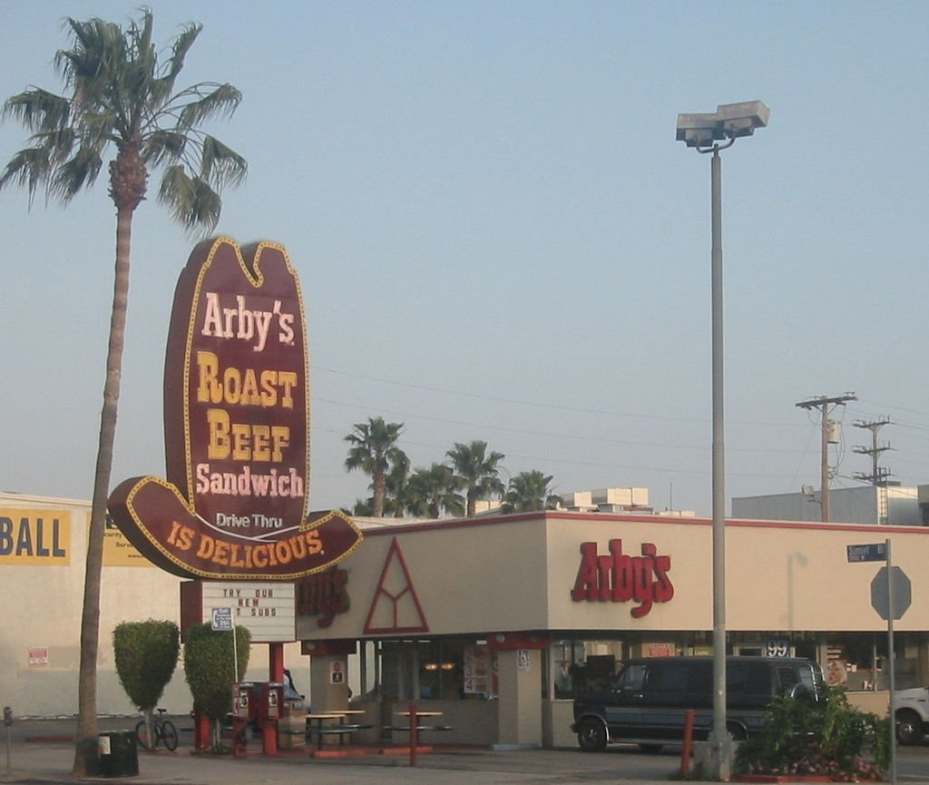 Arbys restaurant on Sunset Boulevard in Los Angeles, CA. | Photo: Wikimedia Commons