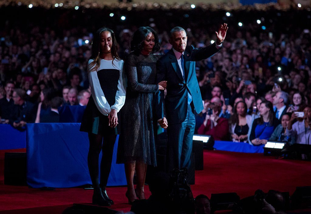 Barack Obama, first lady Michelle Obama and daughter Malia Obama wave goodbye to supporters after Obama's farewell address at McCormick Place | Photo: Getty Images