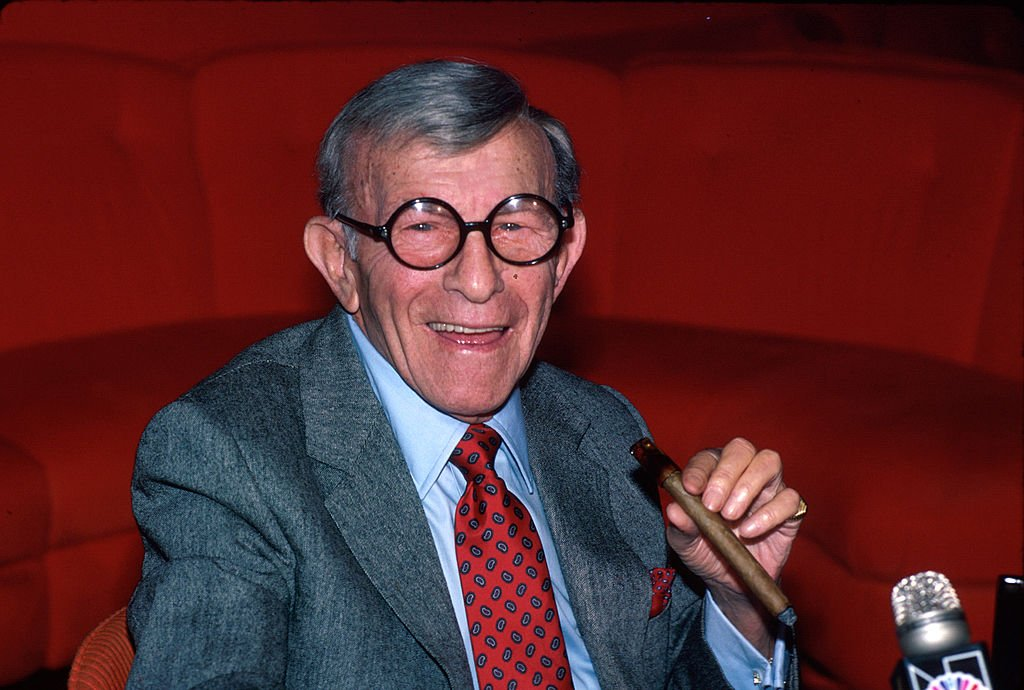 Comedian George Burns, holding his trademark cigar on October 01, 1984. | Photo: Getty Images