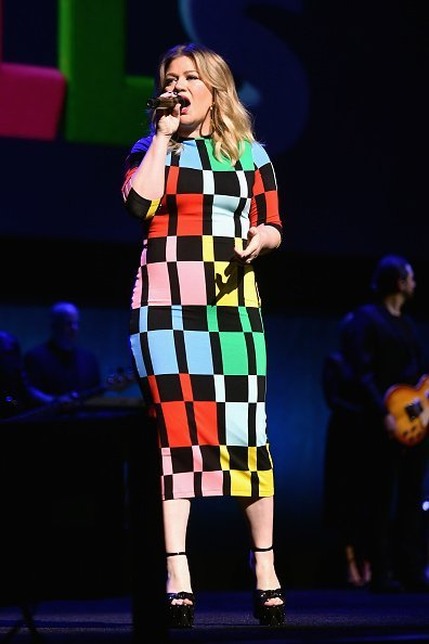 Kelly Clarkson performs onstage at CinemaCon 2019 The State of the Industry | Photo: Getty Images
