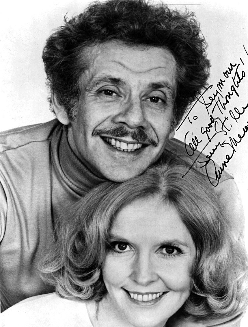 An autographed publicity photo of Jerry Stiller and Anne Meara circa 1965. | Source: Wikimedia Commons