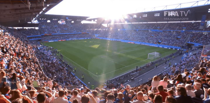Un stade rempli pour le match France contre Nigeria. | Youtube/FIFATV