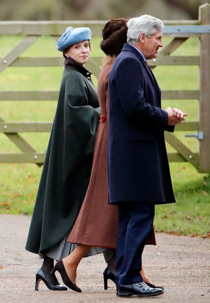 Emilia Jardine-Paterson (à gauche), Carole Middleton (au milieu) et Michael Middleton (à droite) assistent au culte dominical à l'église St Mary Magdalene sur le domaine de Sandringham le 5 janvier 2020. | Photo : Getty Images