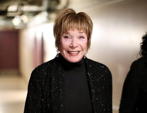 Shirley MacLaine poses backstage during the 89th Annual Academy Awards at Hollywood & Highland Center on February 26, 2017 in Hollywood, California | Photo: Getty Images