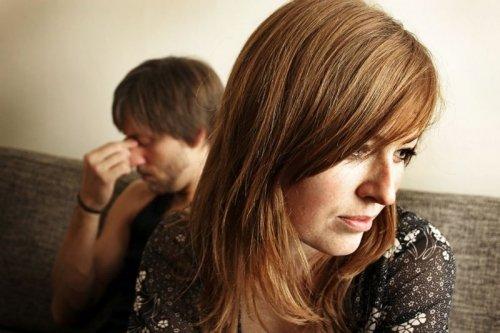 Un couple chez le conseiller matrimonial. l Source: Flickr