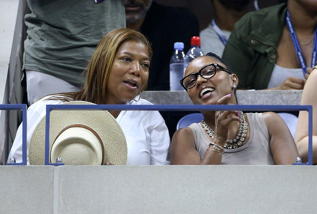 Queen Latifah and Eboni Nichols on the court of day 10 of the 2016 US Open. | Photo: Getty Images