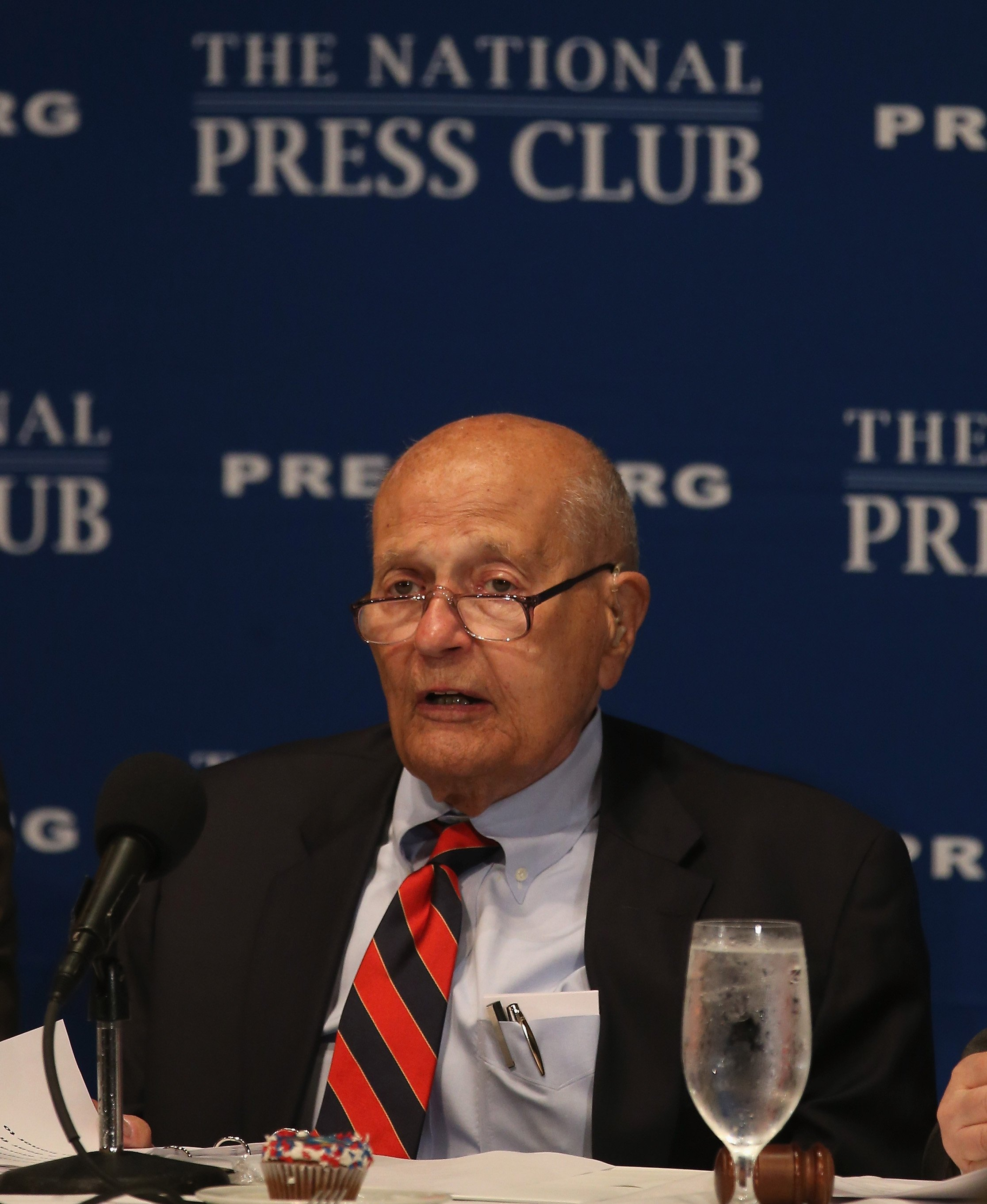 Rep. John Dingell delivering a speech at the National Press Club | Photo: Getty Images