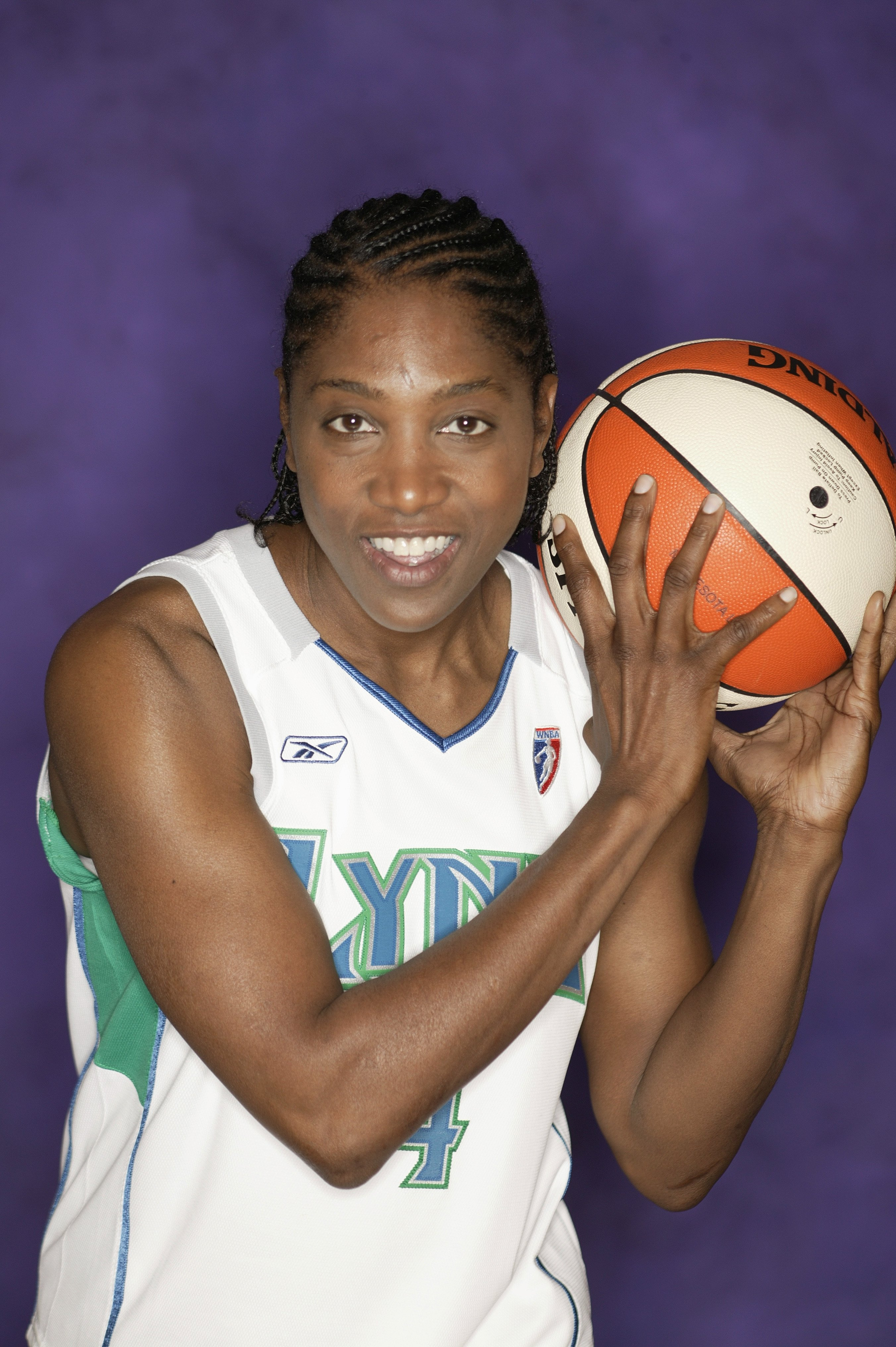 Teresa Edwards #4 of the Minnesota Lynx poses for a portrait during the 2004 WNBA Media Day at Target Center on April 27, 2004 | Photo: Getty Images