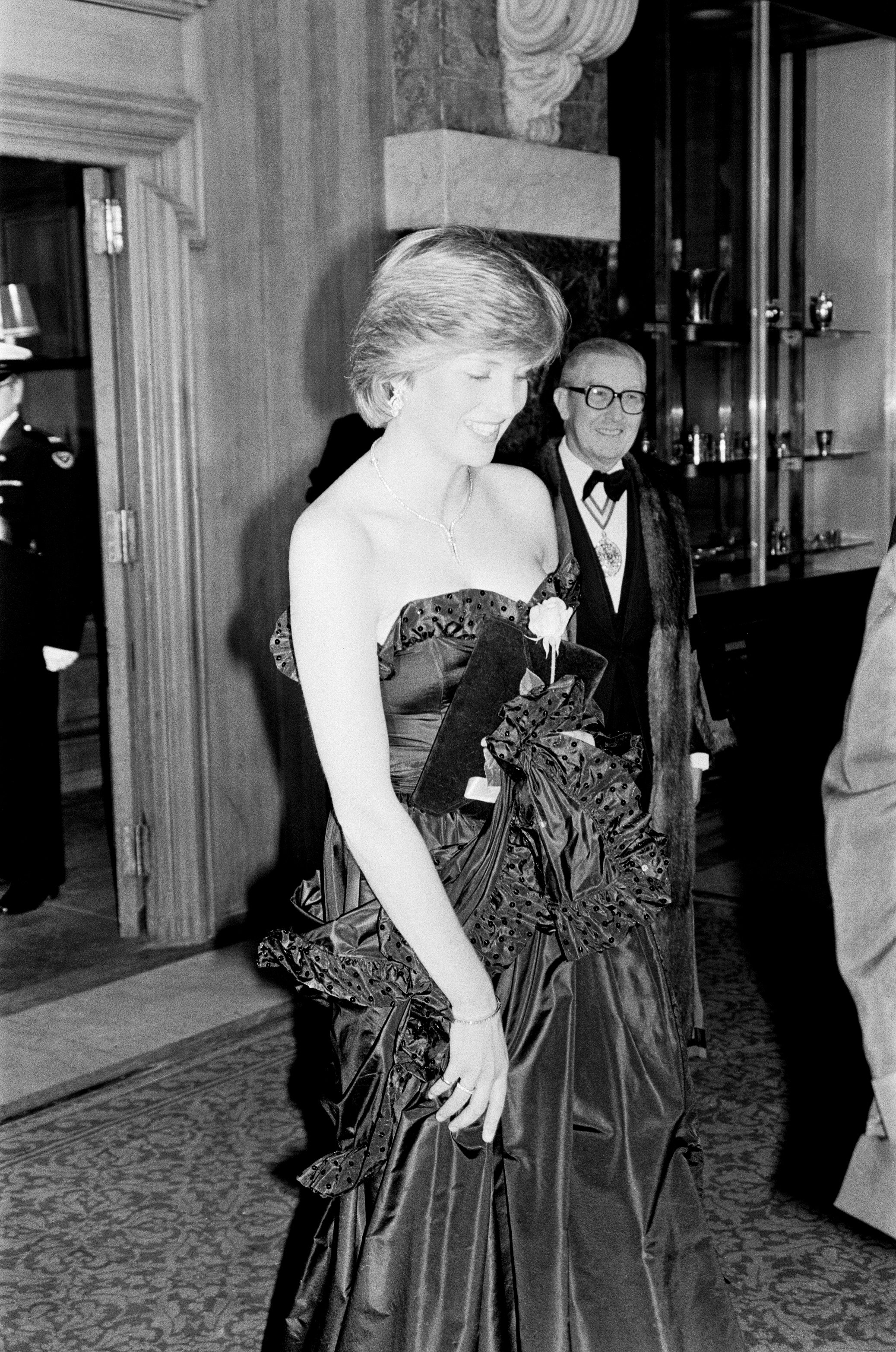Princess Diana in the black taffeta dress for her and Prince Charles'1 royal engagement. | Photo: Getty Images