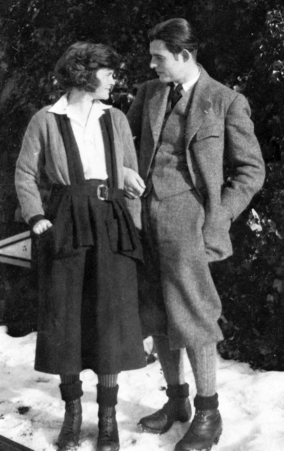 Ernest Hemingway and Hadley Hemingway in Chamby, Switzerland, 1922 | Source: Wikimedia Commons/ Owned by John F. Kennedy Presidential Library and Museum, Boston, ErnestHemingwayHadley1922, marked as public domain