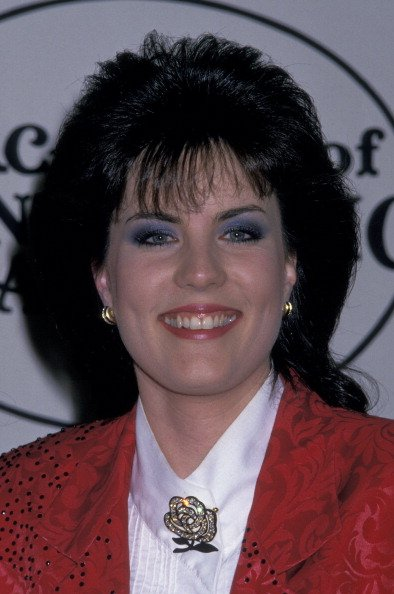 Holly Dunn on March 21, 1988 at Knott's Berry Farm in Buena Park, California. | Photo: Getty Images