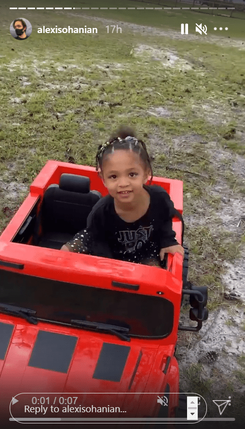 Olympia Ohanian in her red jeep. | Photo: Instagram/@alexisohanian