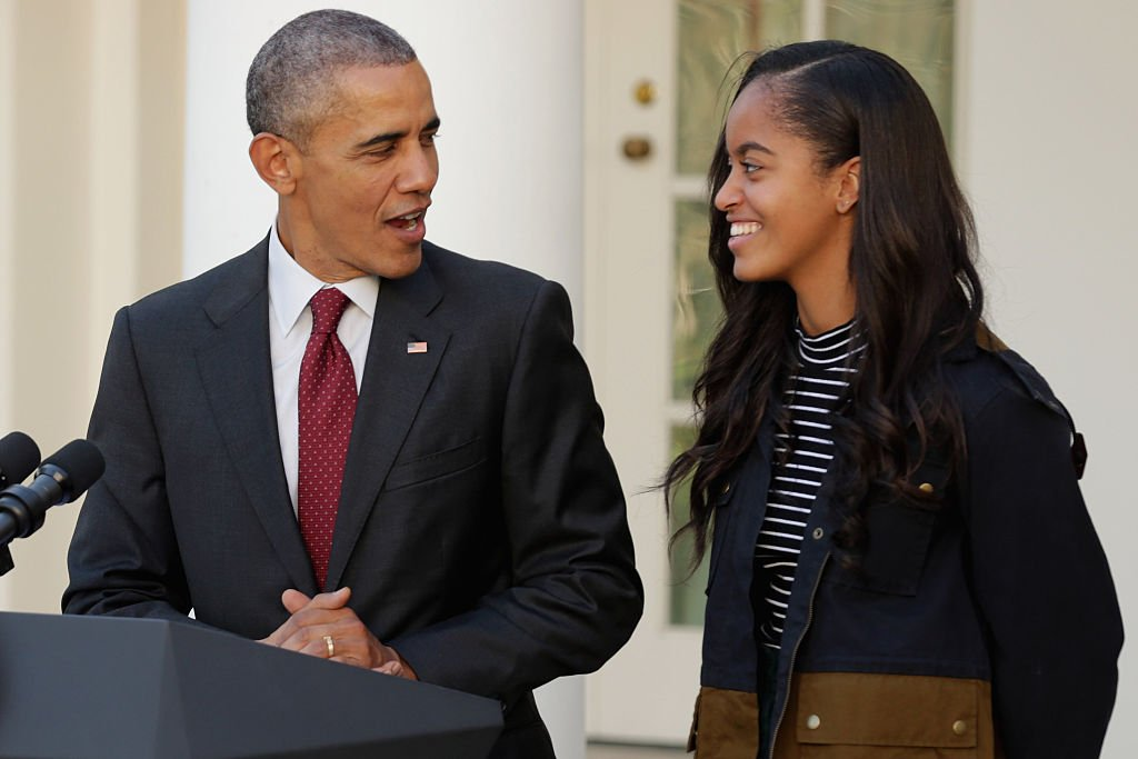 U.S. President Barack Obama (L) delivers remarks with his daughter Malia during the annual turkey pardoning ceremony in the Rose Garden at the White House   Photo: Getty Images