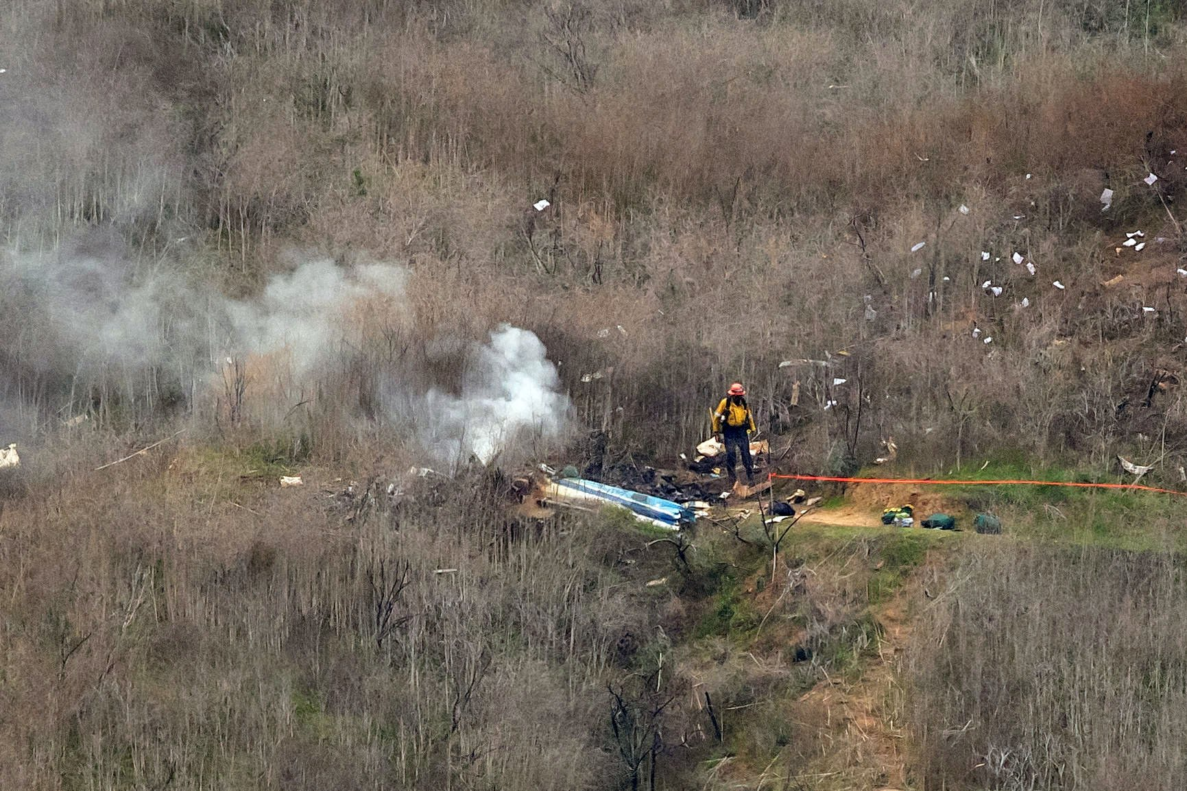 The site of a helicopter crash that claimed the lives of Kobe Bryant and his daughter Gianna Bryant, 13, on January 26, 2020, in Calabasas, California. | Source: Getty Images.